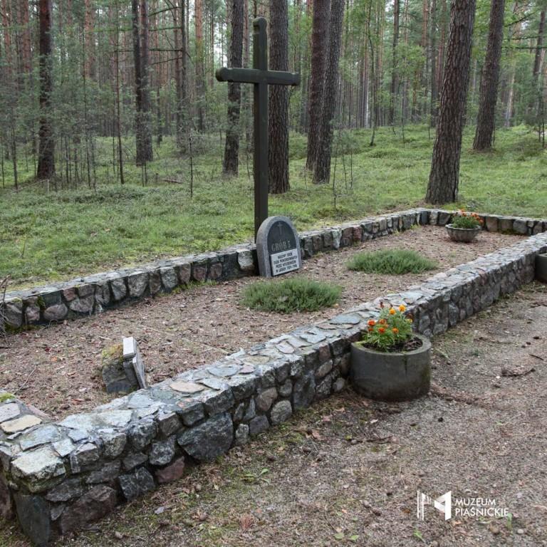 http://muzeumpiasnickie.pl/images/i6D1B4g7v0h0W1o6u0s6Q3a8k6w1S1Q2.jpg